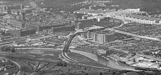 Ein altes Luftbild der Siemensbahn mit Siemensstadt.