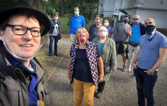 Christian Fessel aka Mann mit Hut Touren mit einigen Teilnehmern am Ende der Siemensstadt-Tour